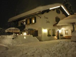 Haus Julia bei Nacht