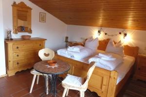 Schlafzimmer Ferienwohnung Reit im Winkl