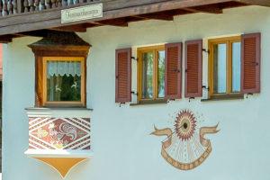 Haus Achental, Reit im Winkl, Detailaufnahme Sonnenuhr